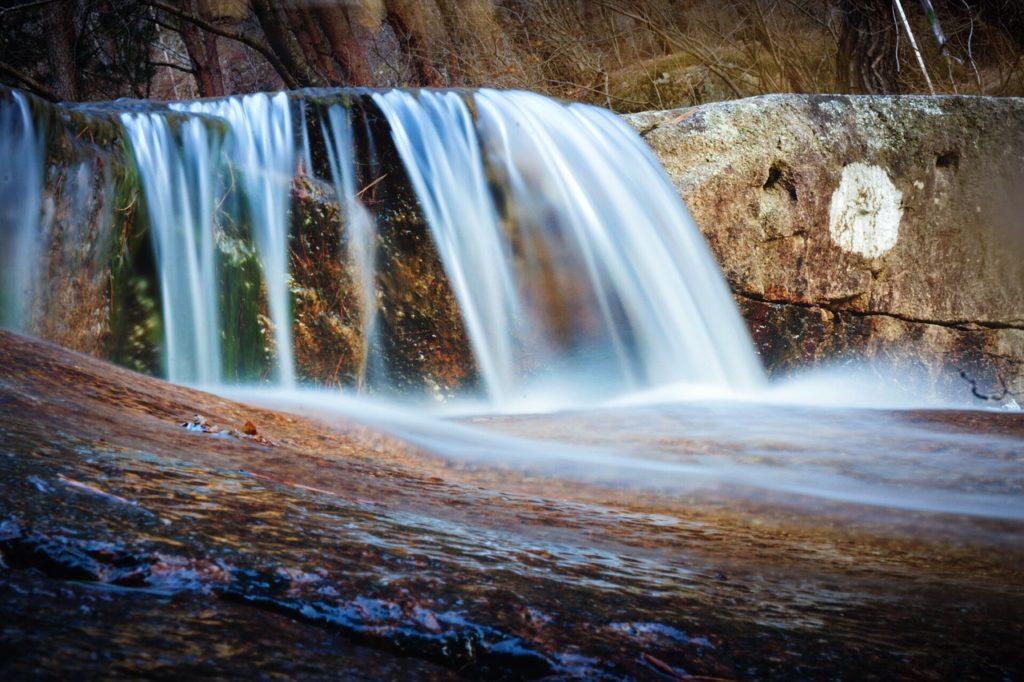 Filet d'eau d'une cascade