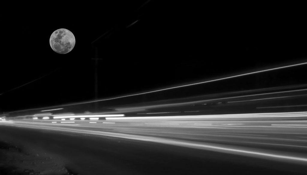Filet de voiture sous la lune